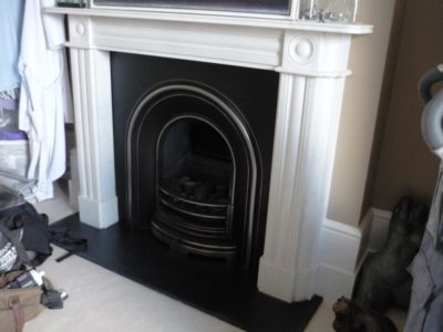 Regency Bullseye Fireplace With Cast Iron Insert