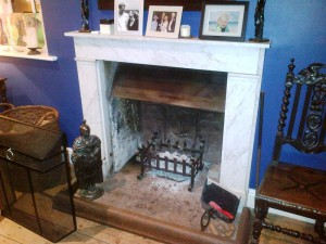 Charnwood Island I Stove: Opening fireplace with glass hood