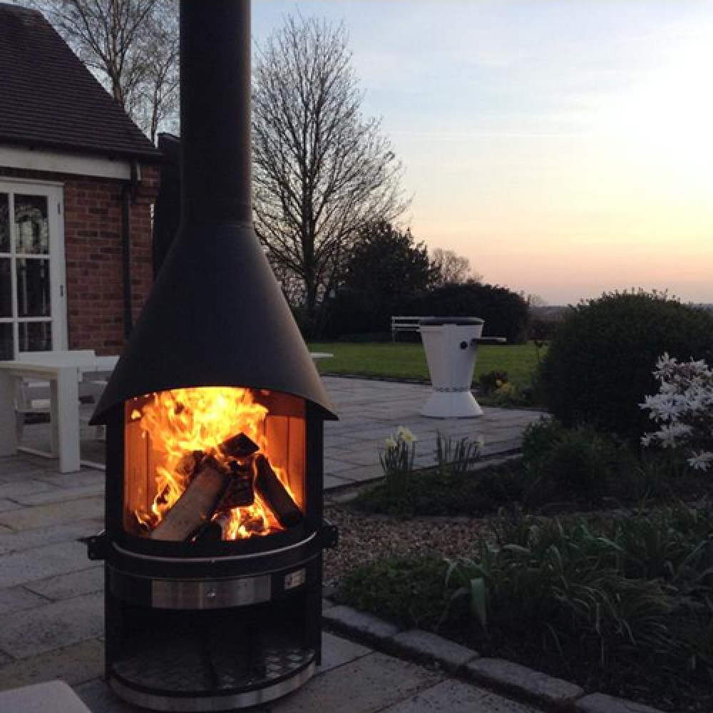 Outdoor Fireplace And Barbeque For Summer Entertaining By Girse
